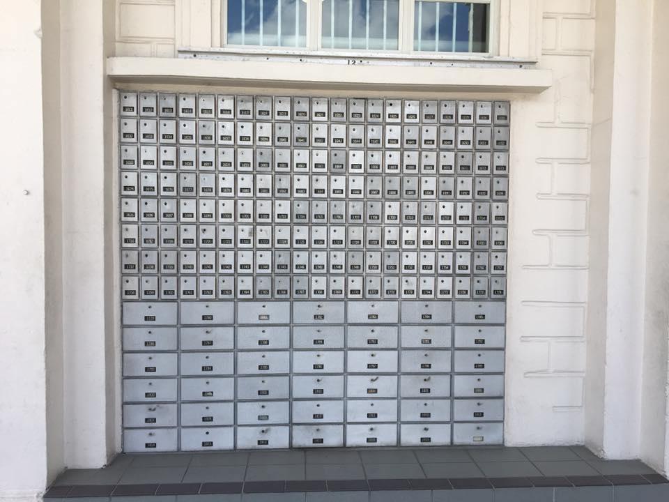 おびただしい数の私書箱
